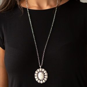 Rancho Roamer white necklace